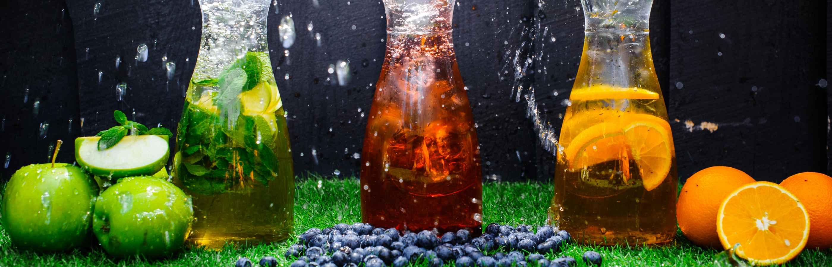 Mixen Sie Ihre Getränke nach Ihrem Geschmack und fügen Sie ihrem Wasser Sirup hinzu